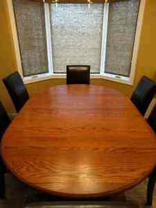 Full-Size Solid Oak Dining Room Table w/ 4 Leaves