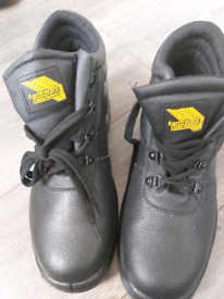 New men safety boots size 9