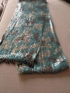 Beau foulard en tulle et paillettes