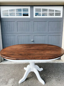 Beautiful Solid Oak Table