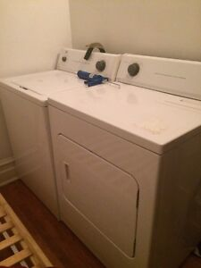 Washer and dryer for 150$ machine à laver et sécheuse 150$