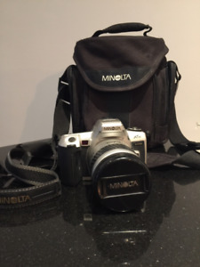 Minolta Maxxum XTsi 35mm SLR Camera Kit w/ 28-80mm Lens