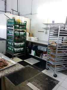 COMERCIAL HEALTH APPROVED KITCHEN FOR RENT AVAILABLE RIGHT AWAY