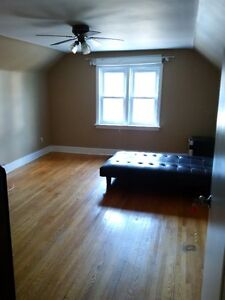 Student rooms for rent  - Steps to school