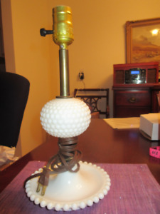 Vintage Milk Glass Hobnail Table Lamp - Great condition