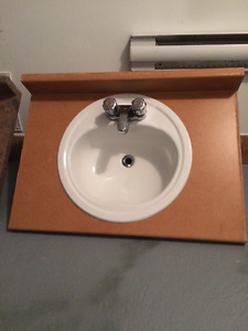 Dessus de meuble-lavabo  / Vanity top with sink