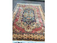 Beautiful pure wool rug in very good clean condition