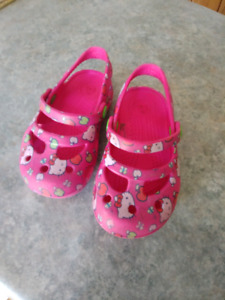 Hello Kitty Crocs Size 6