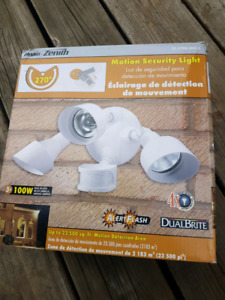 Motion Security Light 270 degree NEW IN BOX
