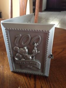 Walt Disney World 100 Years Pewter  frame with collectors Pin