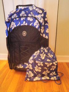 Valise pour jeune fille avec petit sac à dos assorti.