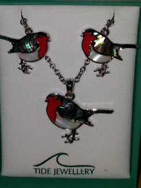 Tide jewellery Paua & mother of pearl shell robin earrings and necklac