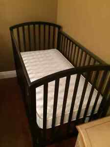 In mint condition crib with Serta Mattress