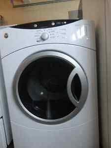 GE White Dryer In Excellent Condition