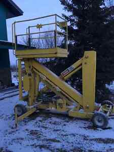 Thirty foot (30')Hydraulic lift for sale