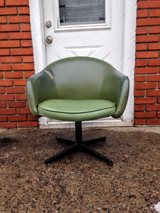 Fauteuil Bucket Chair / Egg Chair 1960/70's Retro / Vintage