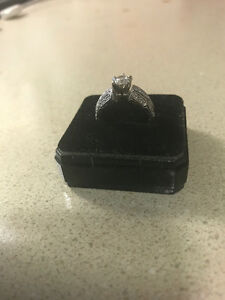 14kt White Gold diamond ring, Appraised @ $4357 U.S - $700