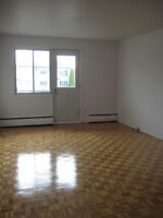 ►► Spacious 2 1/2 in LaSalle w/ ONE MONTH FREE RENT!