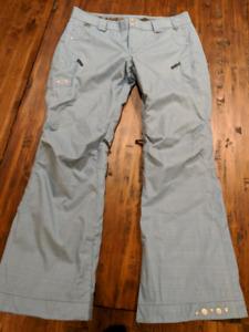 Brand new Oakley womens snowboard ski pants size large.