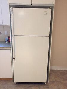 GRATUIT  Excellent Refrigerateur Whirpool 18 Blanc