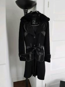 Manteau en laine et fourrure noire