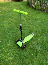 3-wheel scooter for 3-6 years - foldable and light-up wheels