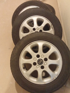 """4 x Volvo mags 15"""" bolt pattern 4x114,3 summer tires"""