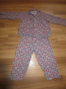 "GIRLS ""GAHOONA"" PYJAMAS WITH STRAWBERIES - SIZE 7/8"