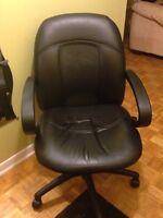 Chaise de bureau en cuir/ Leather desk chair