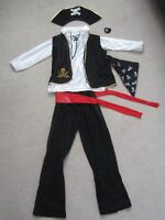 PIRATE HALLOWEEN COSTUME (youth size) - asking $10