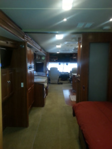 FANTASTIC FLEETWOOD MOTOR HOME FOR SALE
