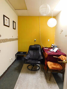 Office space available for rent in the Capilano area Edmonton Edmonton Area image 1