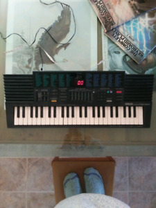 Yamaha Electronic Keyboard PSS -380
