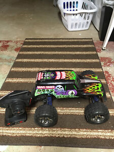 RC - 1/10 Scale Traxxas Stampede 2X4 GraveDigger Monster Truck