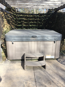 Hot Tub excellent condition with stairs and new lid