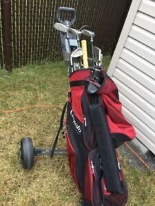 2 sets de bâtons (gaucher-droitier) avec sac et chariot