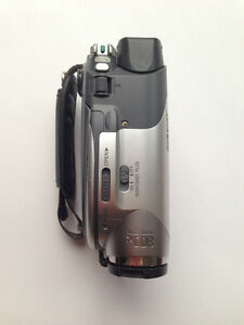 Sony DCR-DVD105 DVD Handycam Camcorder with 20x Optical Zoom