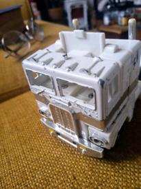 Ultra Magnus White Transformer