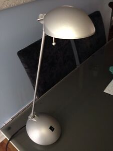Desk lamp / lampe de bureau ou table