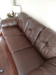 moving sale: leather sofa and lover seat set in great condition