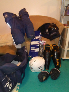 boys size large hockey gear