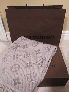 Authentic SOLD OUT Louis Vuitton Logomania Scarf