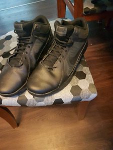 Mens size 14 nike overplay VII basketball shoes