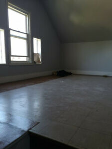 2 Bedroom Bright Upstairs Apt ~ $850 + Hydro ~ Available July 1