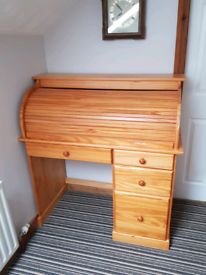 Traditional Roll Top Desk (Bureau)