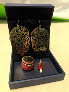 Jewelry Set Gold Leaves and fashion peices