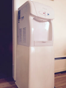 Water cooler and hot water dispenser