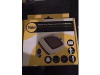 Yale digital door viewer with internal memory