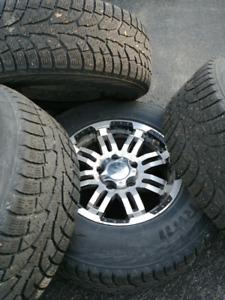 Mags 17 pouces dodge ram avec pneus d'hiver