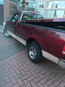 1998 Ford F-150 XL Pickup Truck